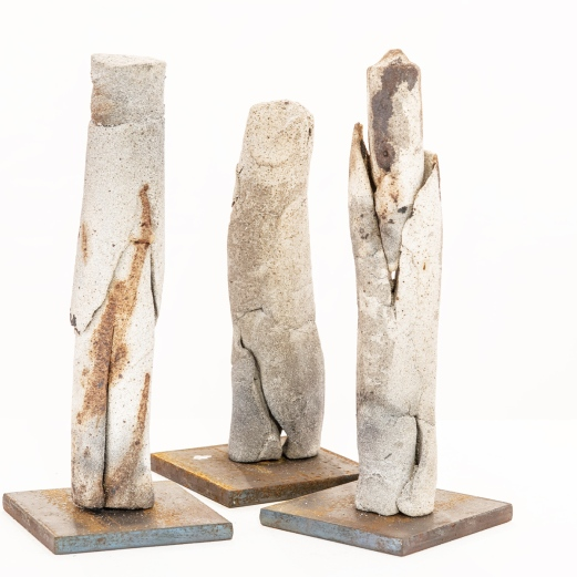 """""""Die in sich gekehrten"""", Steinzeug, Kapselbrand, Metall, Höhe 24, 20, 23 cm"""