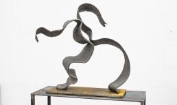 """""""voll Kraft"""", Blackstone, Metall,51 x 43 x 18 cm"""